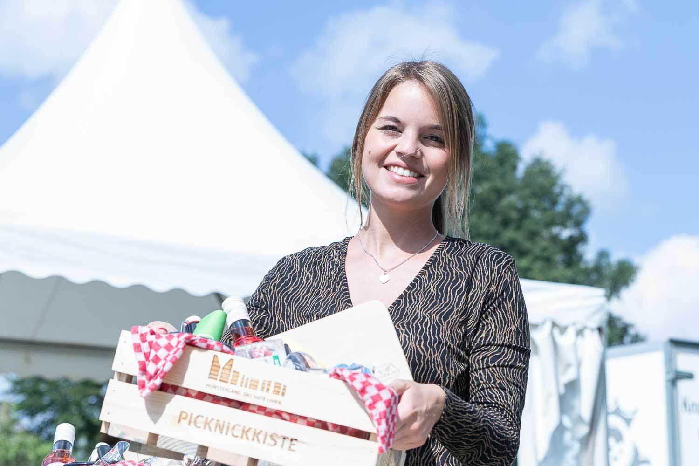 "Laura Hoofende, Projektmanagerin für ""Picknick hoch Drei"". Fotograf: Andreas Hasenkamp, www.fotograf-muensterland.de"