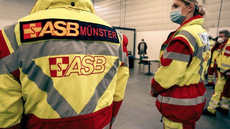 Zahlreiche Kräfte der Sicherheits- und Sanitätsdienste wurden am Freitag in der Halle Münsterland noch einmal in ihr künftiges Betätigungsfeld eingewiesen. | Foto: Stadt Münster