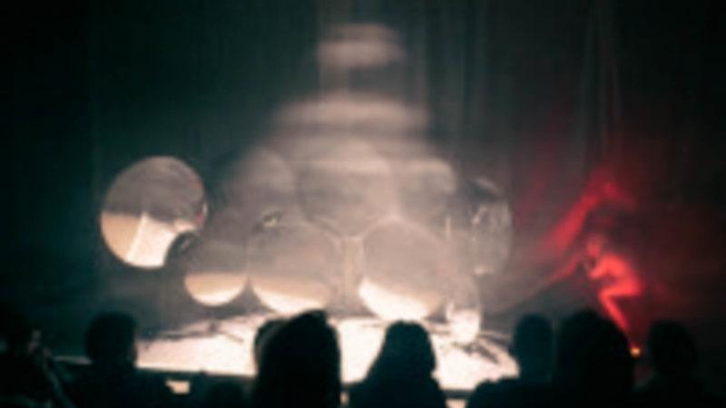"""Den Weg zur Erkenntnis beschreitet die Gruppe The Navidsons mit dem Musiktheater """"Ødipus REC."""""""
