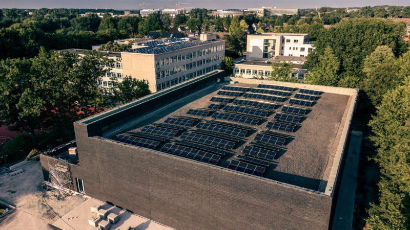Photovoltaik-Anlage auf dem Dach der neuen Dreifach-Sporthalle am Pascal-Gymnasium