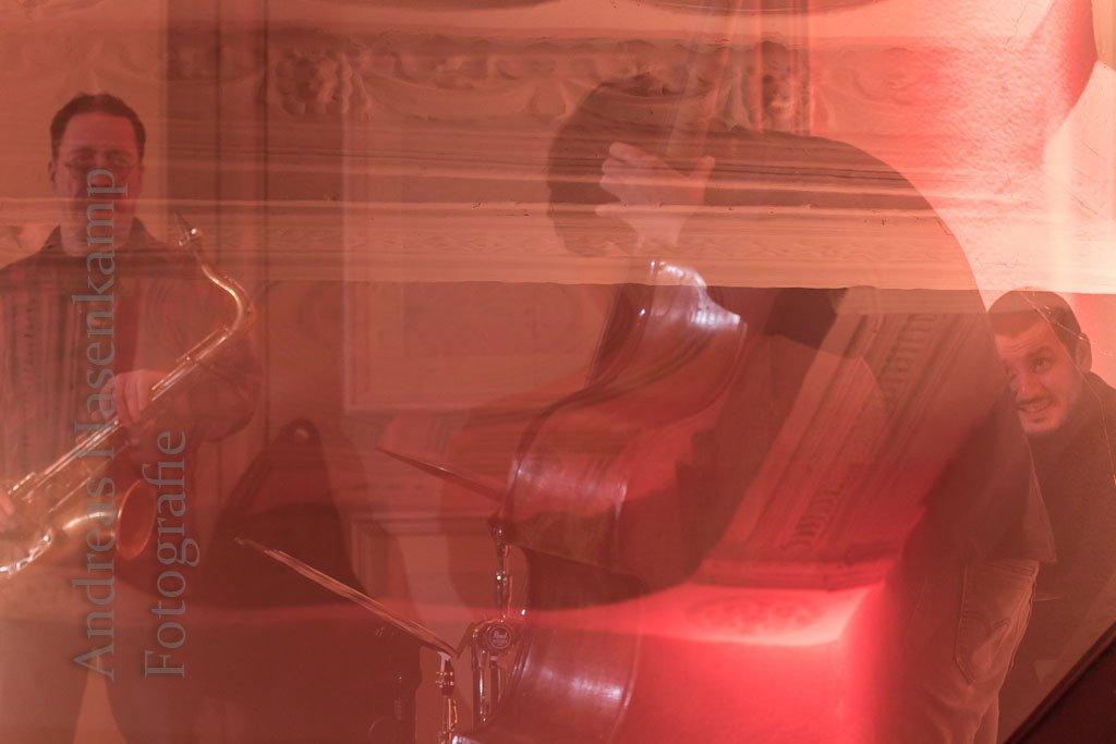 Eigenwilliger Jazz aus eigener Feder: Reso Kiknadse-Trio spielt im Herrenhaus Brückhausen 10