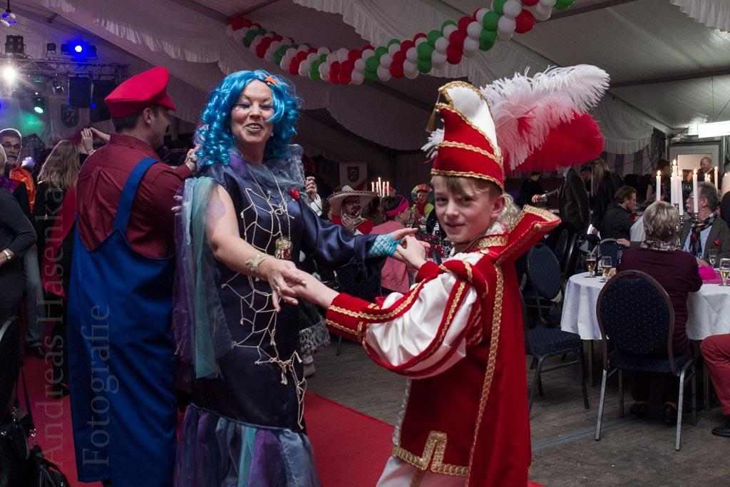 Gala 2016 AKG Emmerbachgeister: Der Saal macht mit 2