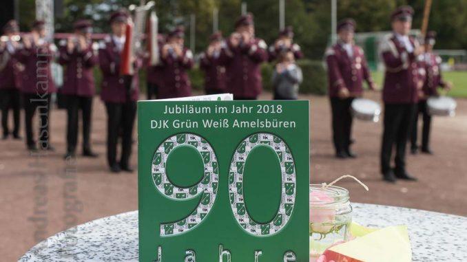 90 - das Heft zum Jubiläum, im Hintergrund der Spielmannszug.