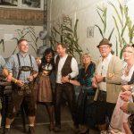 Tanzversessene Amelsbürener feiern Oktoberfest 10