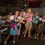 Tanzversessene Amelsbürener feiern Oktoberfest 11