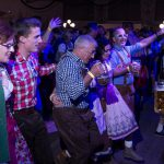 Tanzversessene Amelsbürener feiern Oktoberfest 13