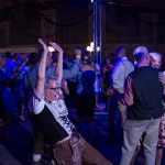 Tanzversessene Amelsbürener feiern Oktoberfest 16