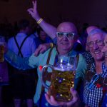 Tanzversessene Amelsbürener feiern Oktoberfest 17