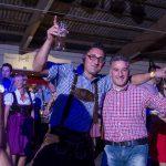 Tanzversessene Amelsbürener feiern Oktoberfest 5