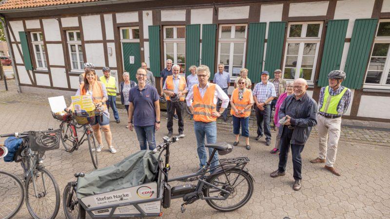 Viele lokale Stationen mit Bundestags-Kandidat Stefan Nacke:Die Ortsunion Angelmodde erfuhr vieles mit dem Rad. Foto: anh.