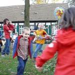 Lambertus-Singen: Kinder und Eltern in Angelmodde pflegen Spiele des Lichterfestes