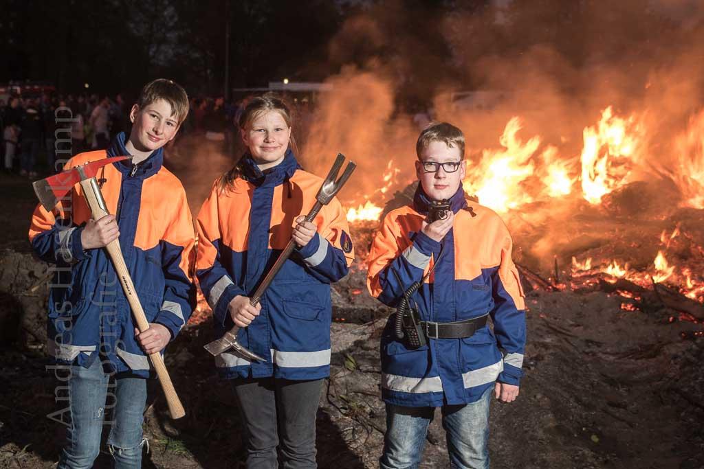 Osterfeuer mit Jugendfeuerwehr Angelmodde Löschzug begrüßt 2019 besonders viele Besucher