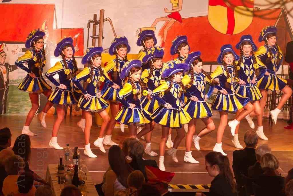 Klassischer Karnevals-Tanz - zackig-elegant umgesetzt von den Teens der KG ZiBoMo. Foto: A. Hasenkamp, Fotograf in Münster.