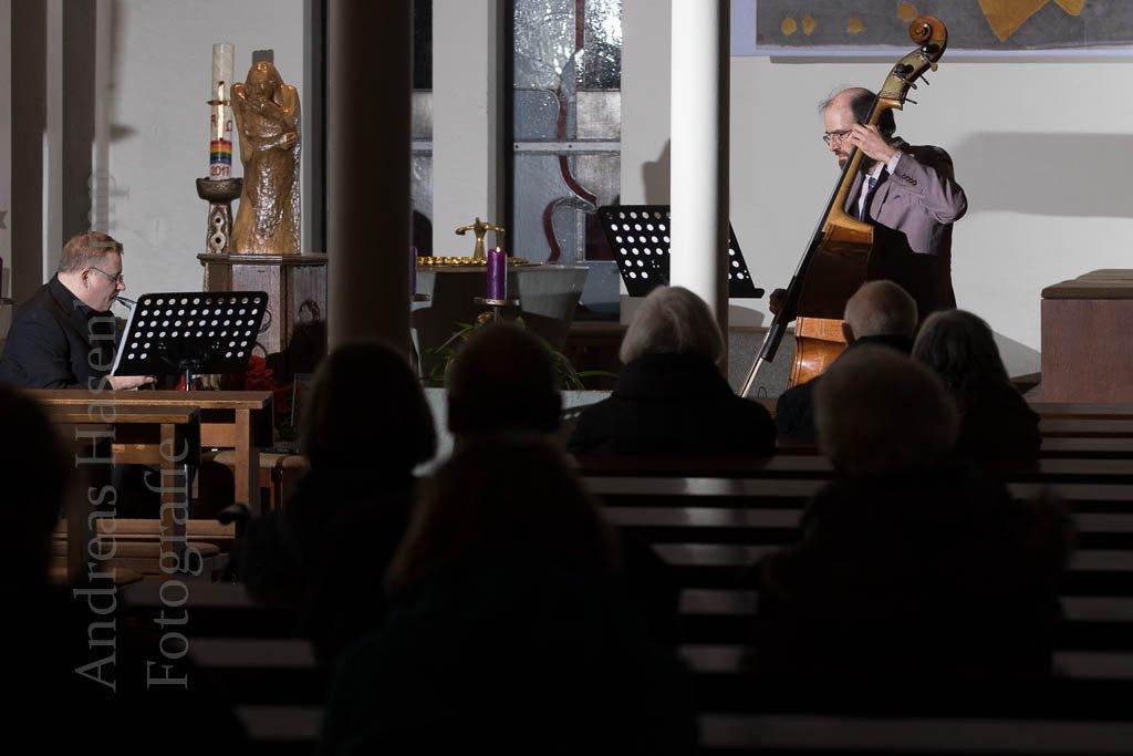 Analog trifft Digital: Neues Klangerlebnis in St. Bernhard Verbindung von Digitalhorn, Synthesizer und Kontrabass