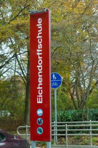 Schild vor der Eichendorff-Schule, Grundschule in Angelmodde-West und Tagungsort der Bezirksvertretung Münster-Südost.