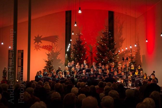 Chor conTakt füllt St. Bernhard beim Weihnachtssingen 2016 2