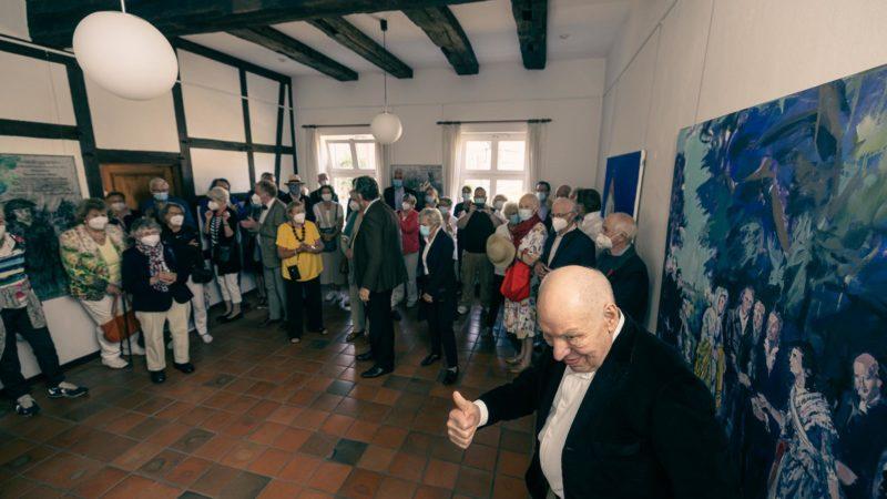 Gut aufgelegt angesichts zahlreicher Besucher: Hans-Georg Dornhege im Gallitzin-Haus. Foto: A. Hasenkamp..