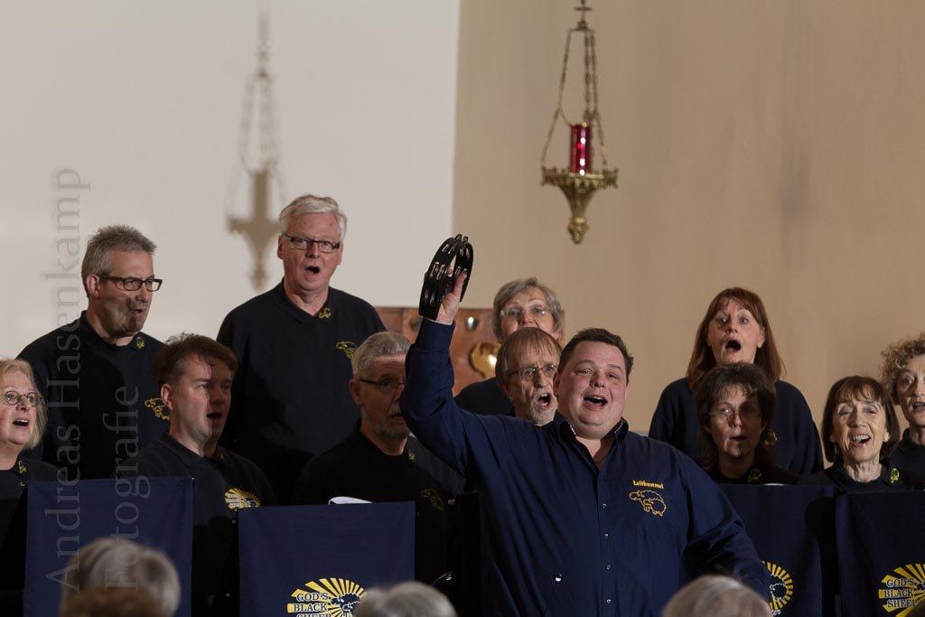 In der Kirche auf dem Land Projekt-Chor God's Black Sheep singt in St. Bernhard in Angelmodde
