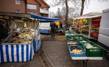 Brot- und Gemüse-Angebot auf dem Wochenmarkt in Angelmodde-Dorf. Foto: Andreas Hasenkamp.