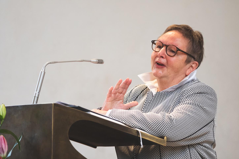 Pfarrerin Ulrike Krüger in der Apostelkirche bei ihrer Verabschiedung am 20. Sonntag nach Trinitatis am 25.10.2020. Foto: A. Hasenkamp.