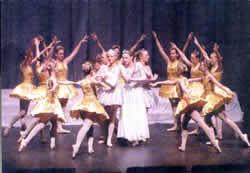 Schlafes Bruder: Szenen-Bild aus der Ballett-Aufführung des Balletstudios Tenbrock