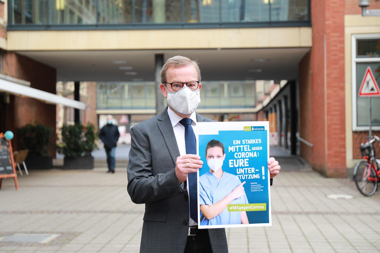 Krisenstabsleiter Wolfgang Heuer präsentiert Anti-Corona-Kampagne. Foto: Amt für Kommunikation.