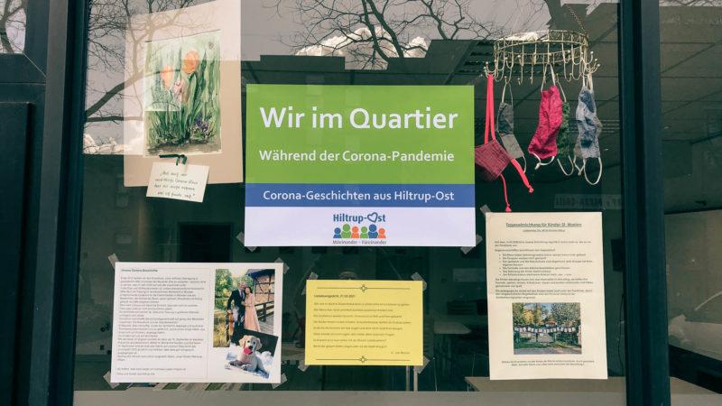 Im Schaufenster des Emmerbach-Treffs werden persönliche Corona-Geschichten aus dem Quartier präsentiert.