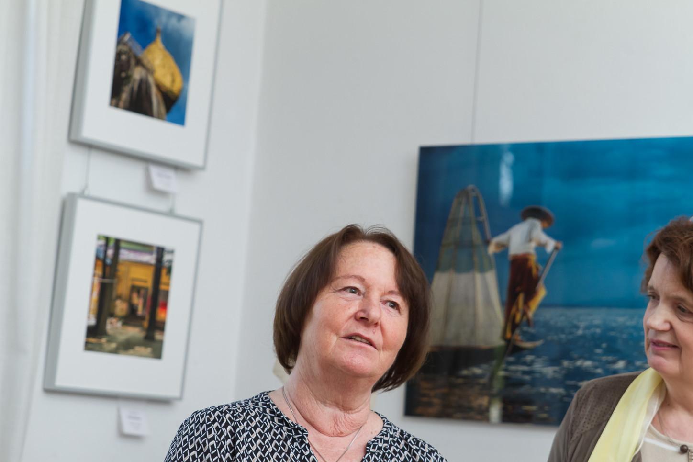 Anne Berlin mit Uschi Dillmann in der Ausstellung im Gallitzin-Haus im April 2017. Foto: A. Hasenkamp