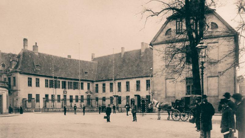 in historisches Foto des früheren Generalkommissions-Gebäude an der Adresse der heutigen Bezirksregierung Münster. Bildquelle: LWL Medienzentrum Westfalen.