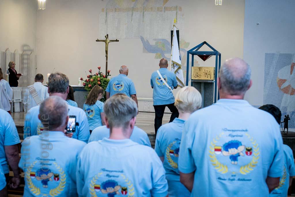 Erste Kirmesgemeinde Münsters lässt ihre Fahne kirchlich weihen Besuch aus Thüringen, vom Landesmeister der Spielmannszüge