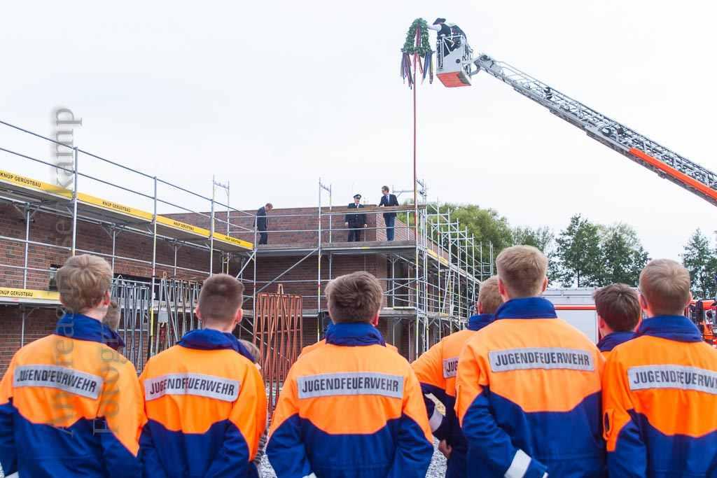 Richtfest nach Plan: Handorfer Wehr freut sich auf neues Feuerwehrgerätehaus 1