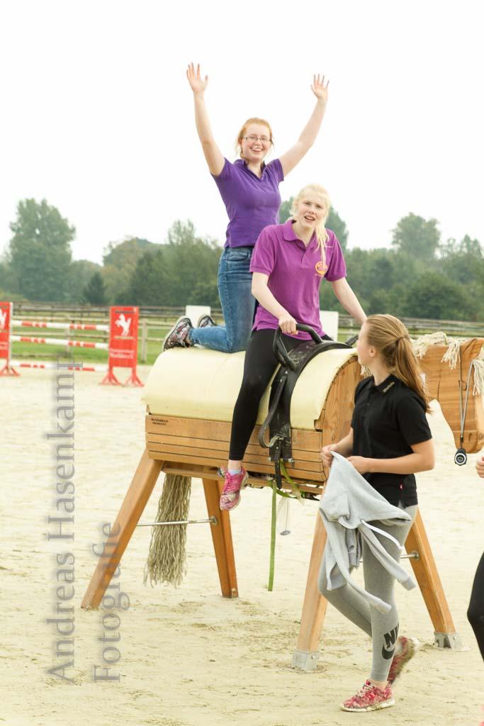Pferdefreunde mit Sport und Polit-Talk für Jugendliche. 9
