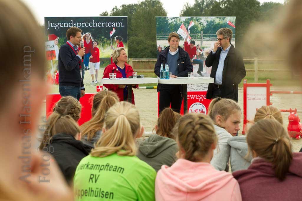 Pferdefreunde mit Sport und Polit-Talk für Jugendliche. 5
