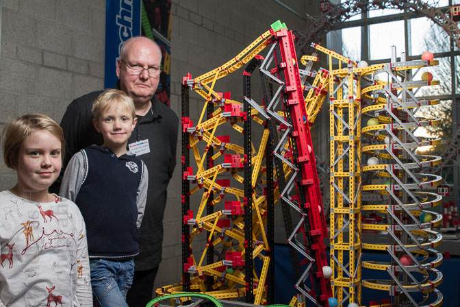 Hoch hinaus mit dem Riesenrad: Familie Wolf mit Konstantin, Johanna und Vater Markus. Foto: A. Hasenkamp, Fotograf in Münster.