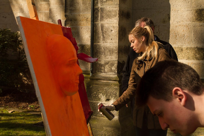 Aktionskunst verwandelt am Karsamstag Ausstellung in der St. Joseph-Kirche 13