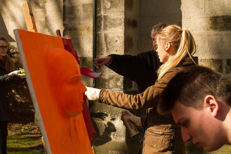 Aktionskunst verwandelt am Karsamstag Ausstellung in der St. Joseph-Kirche 15
