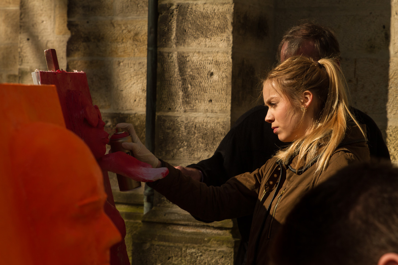 Aktionskunst verwandelt am Karsamstag Ausstellung in der St. Joseph-Kirche 17