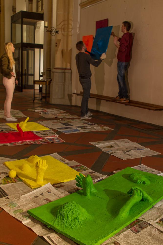 Aktionskunst verwandelt am Karsamstag Ausstellung in der St. Joseph-Kirche 41