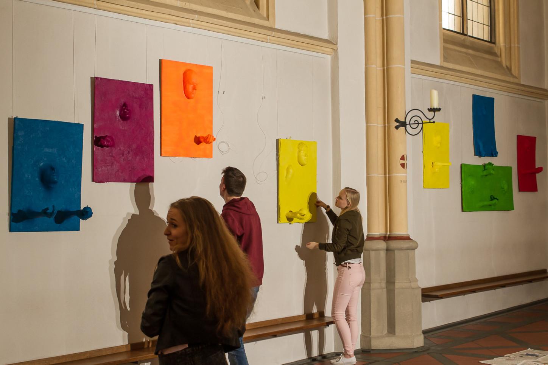 Aktionskunst verwandelt am Karsamstag Ausstellung in der St. Joseph-Kirche 58