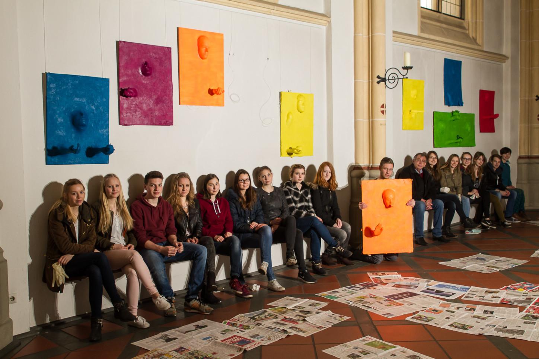Aktionskunst verwandelt am Karsamstag Ausstellung in der St. Joseph-Kirche 62