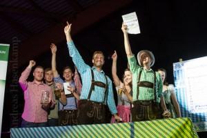 Westfälische Sieger im Bayrischen Dreikampf – so jubeln sie beim Oktoberfest der Hiltruper Bürgerschützen.  Fotograf: Andreas Hasenkamp, Münster.