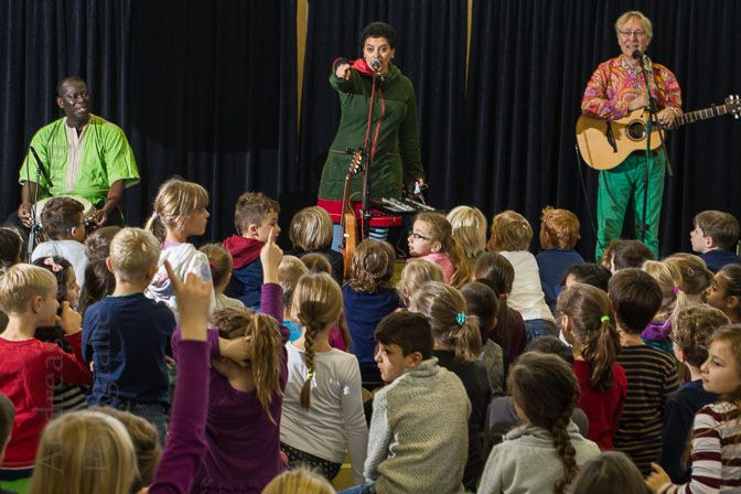 Karibuni spielt Weltmusik in Hiltruper Grundschule 1