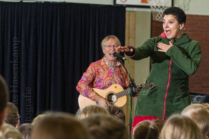 Karibuni spielt Weltmusik in Hiltruper Grundschule 2
