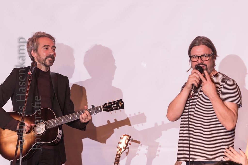 Jan Loechel daheim im Kulturbahnhof Hiltrup Songwriter sang auch mit Henning Wehland