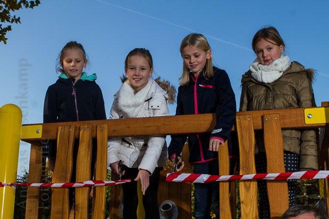 Neues Spielgerät für Schüler: Schulkonferenz-Mitglieder eröffnen Gerät an Paul-Gerhardt-Grundschule 3