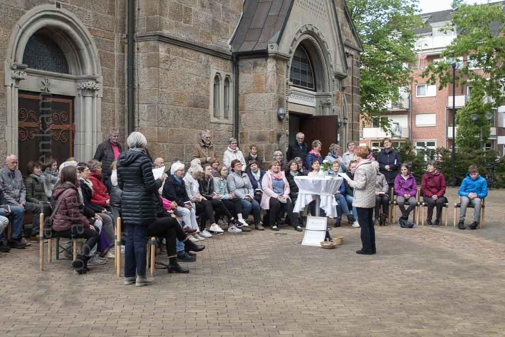 Maria 2.0 in St. Clemens Hiltrup Amelsbüren Organisatorinnen erfreut über Teilnahme am Wortgottesdienst draußen parallel zum Gottesdienst