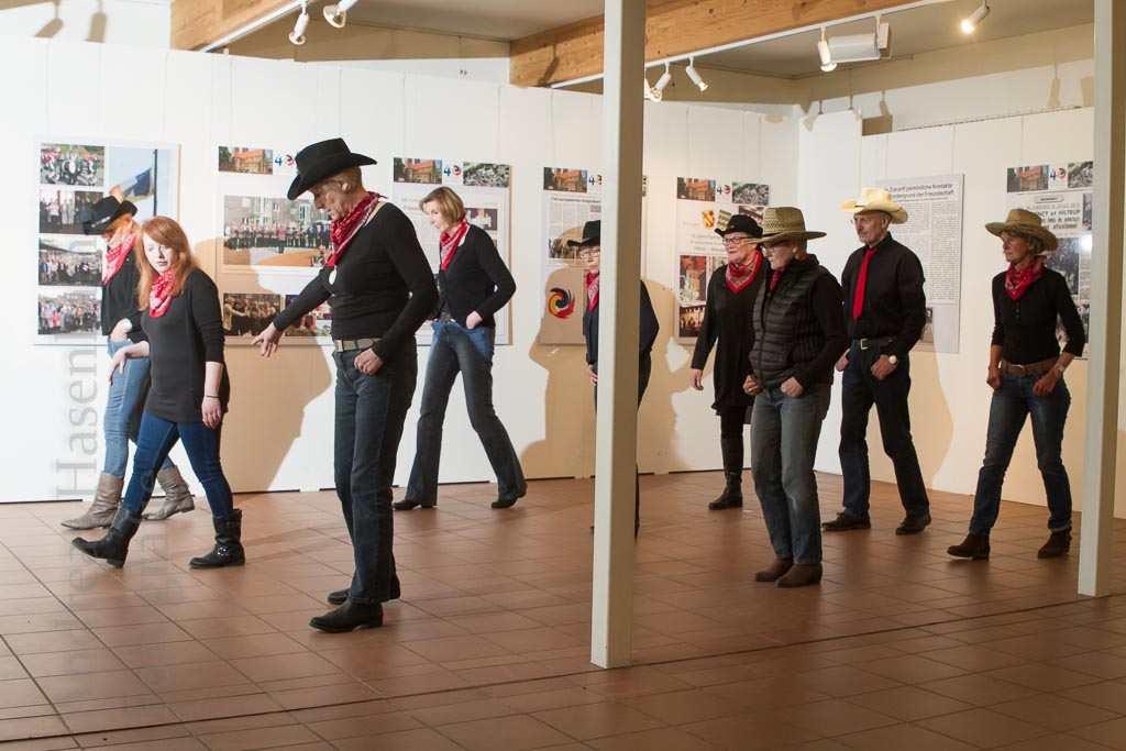Line Dance: ZWAR-Gruppe genießt ungewöhnliche Tanzform 2