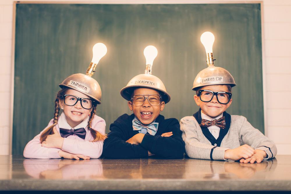 Runter vom Sofa und Erfinder-Modus an: Der diesjährige ideas4ears Kinder-Erfinder-Wettbewerb richtet sich an alle Familien, die auf kurzweilige und unterhaltsame Art Neues zu lernen möchten © MED-EL
