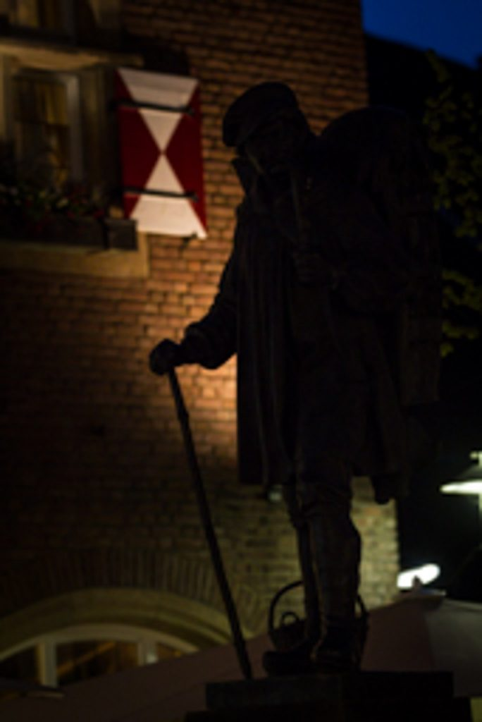 Silhouette des Kiepenkerl-Denkmals in Münster bei Nacht. Fotograf: A. Hasenkamp