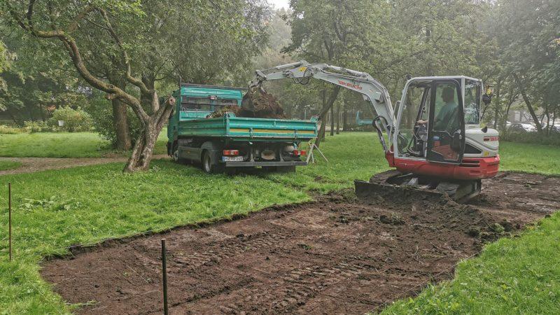 Die Vorarbeiten für die neue Boulebahn an der Grünschleife haben begonnen. Foto: Amt für Kommunikation, Stadt Münster.